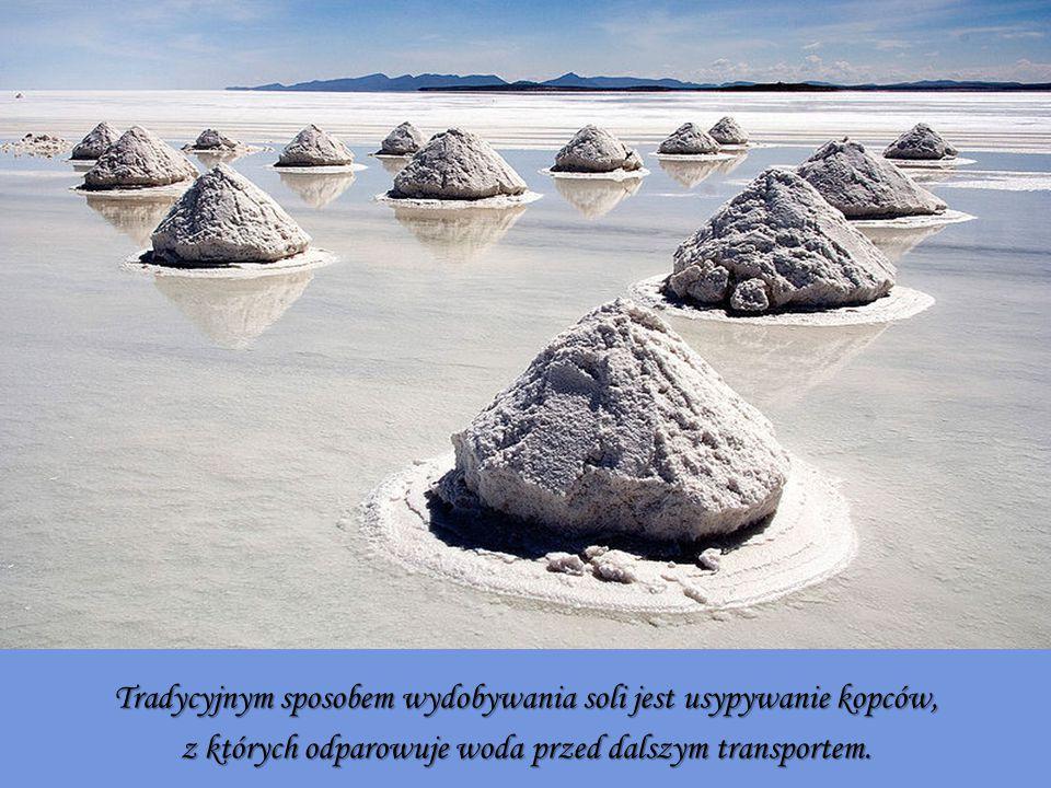 Tradycyjnym sposobem wydobywania soli jest usypywanie kopców,