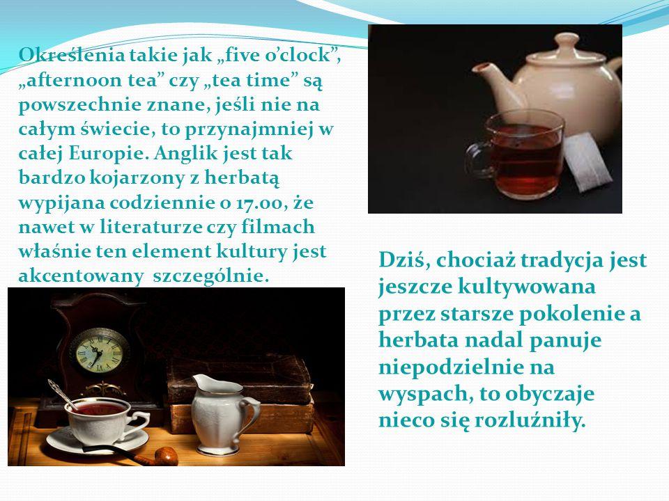 """Określenia takie jak """"five o'clock , """"afternoon tea czy """"tea time są powszechnie znane, jeśli nie na całym świecie, to przynajmniej w całej Europie. Anglik jest tak bardzo kojarzony z herbatą wypijana codziennie o 17.00, że nawet w literaturze czy filmach właśnie ten element kultury jest akcentowany szczególnie."""