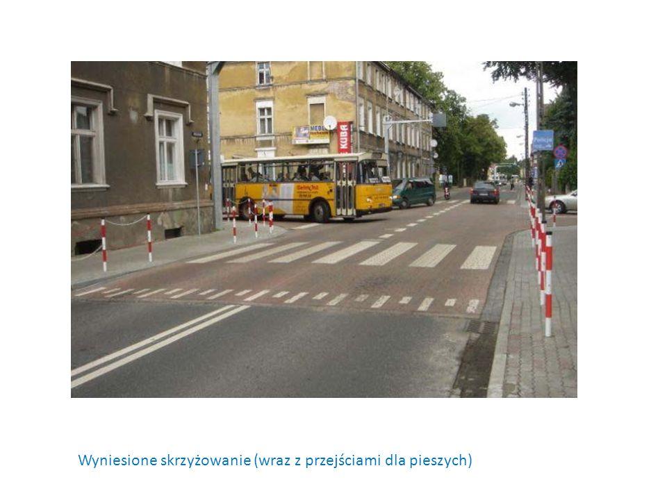 Wyniesione skrzyżowanie (wraz z przejściami dla pieszych)