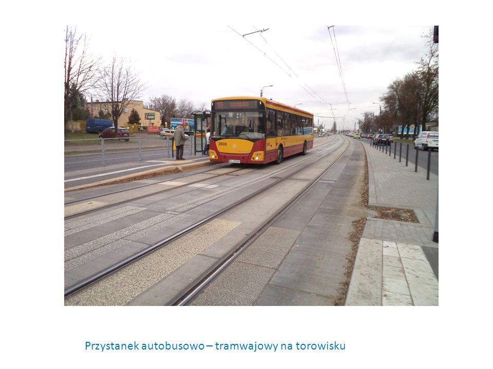 Przystanek autobusowo – tramwajowy na torowisku