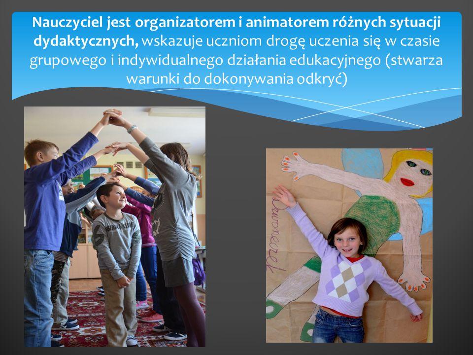 Nauczyciel jest organizatorem i animatorem różnych sytuacji dydaktycznych, wskazuje uczniom drogę uczenia się w czasie grupowego i indywidualnego działania edukacyjnego (stwarza warunki do dokonywania odkryć)