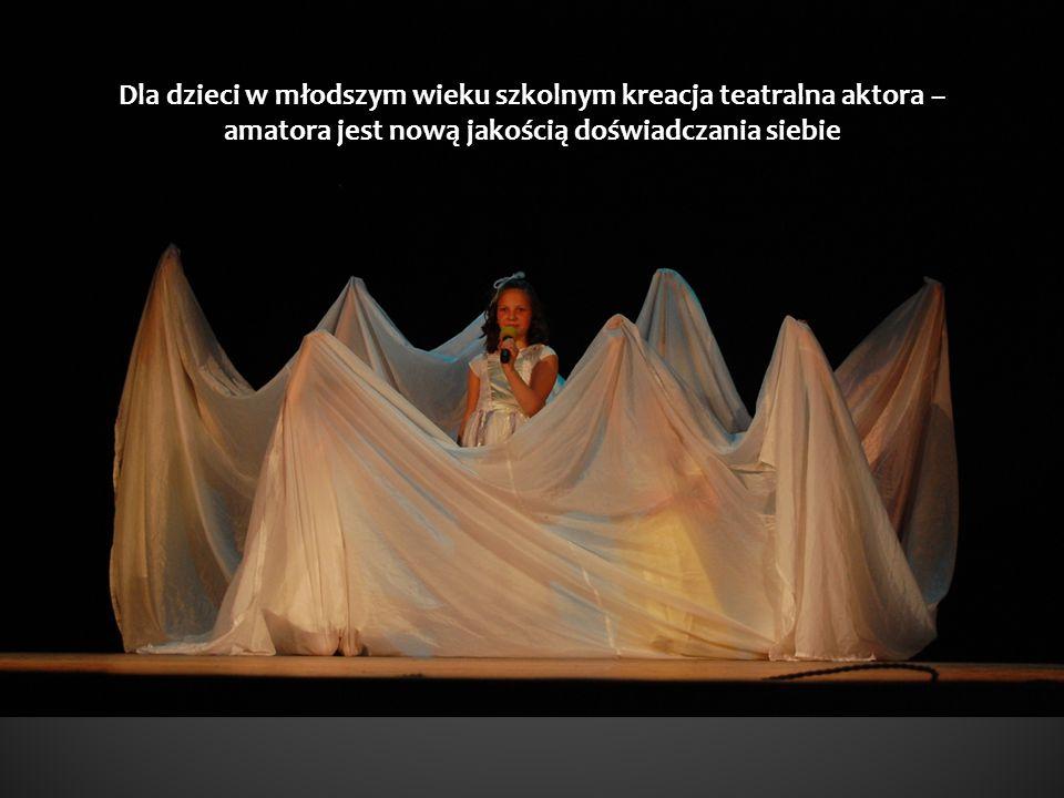 Dla dzieci w młodszym wieku szkolnym kreacja teatralna aktora – amatora jest nową jakością doświadczania siebie
