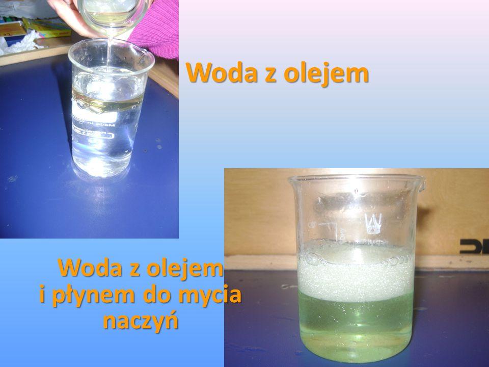 Woda z olejem i płynem do mycia naczyń