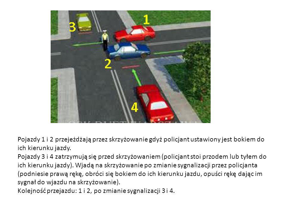 Pojazdy 1 i 2 przejeżdżają przez skrzyżowanie gdyż policjant ustawiony jest bokiem do ich kierunku jazdy.