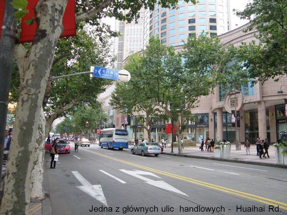 Jedna z głównych ulic handlowych - Huaihai Rd.