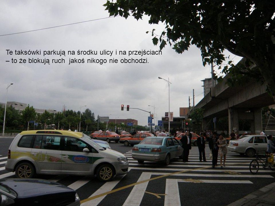 Te taksówki parkują na środku ulicy i na przejściach