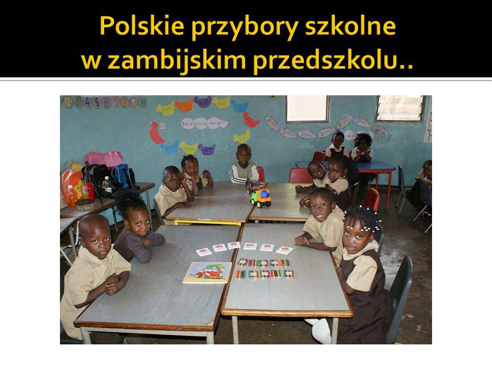 Polskie przybory szkolne w zambijskim przedszkolu..