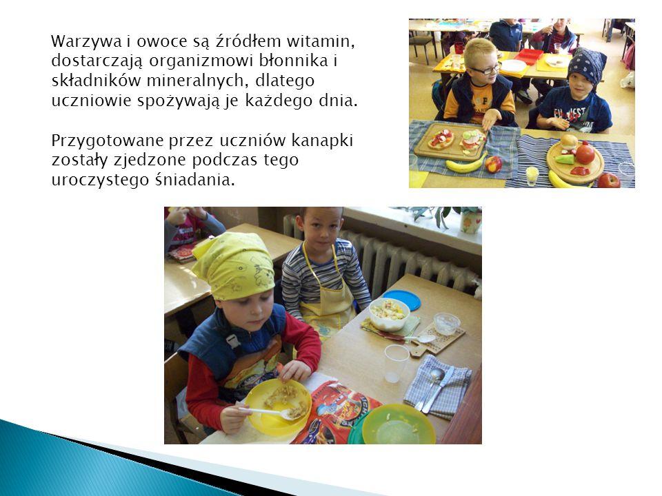 Warzywa i owoce są źródłem witamin, dostarczają organizmowi błonnika i składników mineralnych, dlatego uczniowie spożywają je każdego dnia.