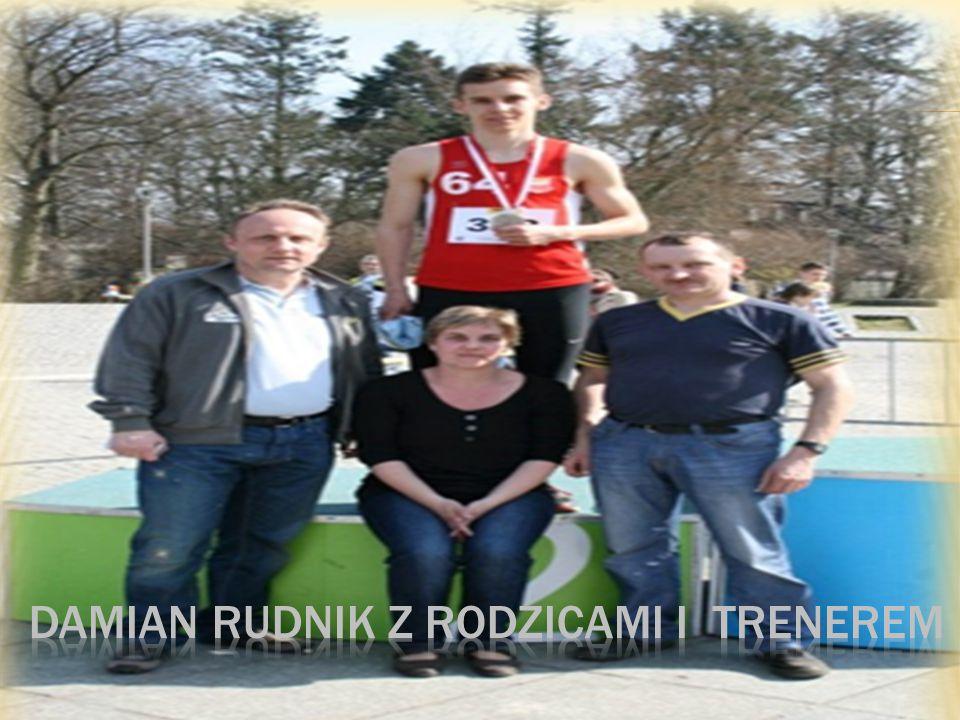 Damian Rudnik z rodzicami I trenerem
