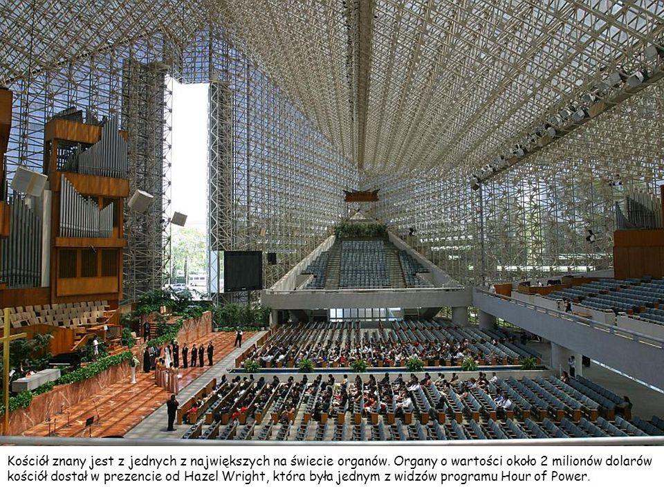 Kościół znany jest z jednych z największych na świecie organów