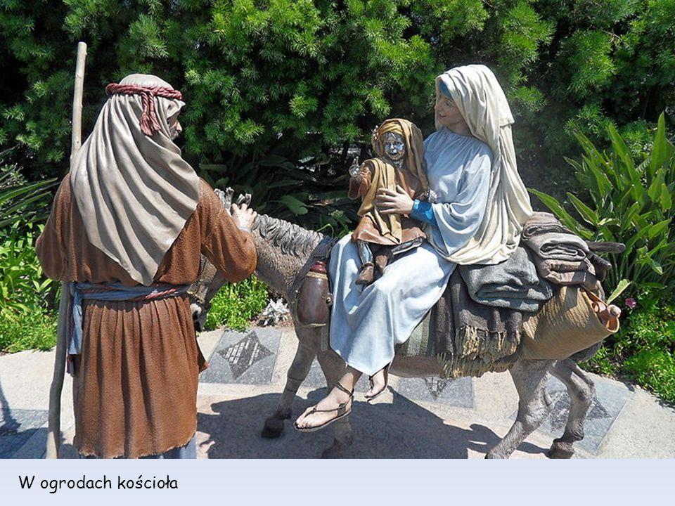 W ogrodach kościoła