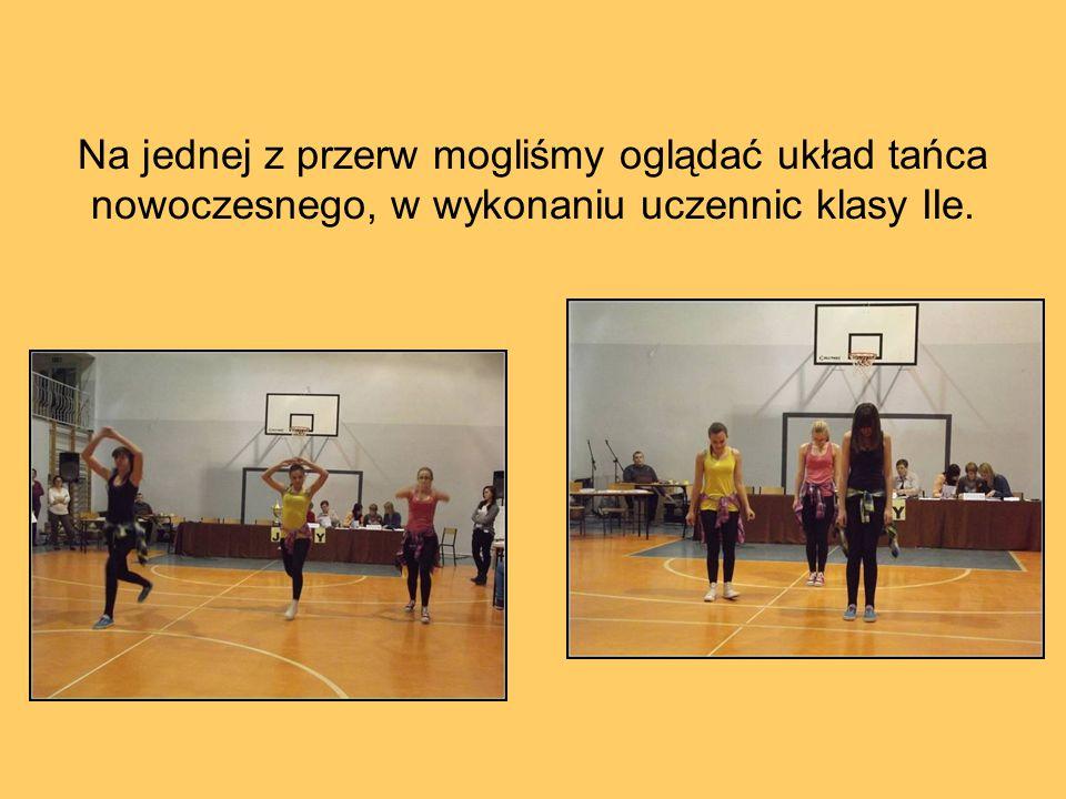 Na jednej z przerw mogliśmy oglądać układ tańca nowoczesnego, w wykonaniu uczennic klasy IIe.