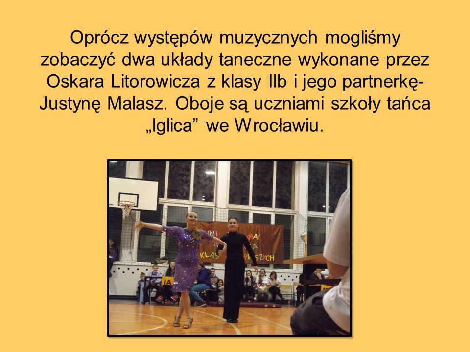 Oprócz występów muzycznych mogliśmy zobaczyć dwa układy taneczne wykonane przez Oskara Litorowicza z klasy IIb i jego partnerkę- Justynę Malasz.