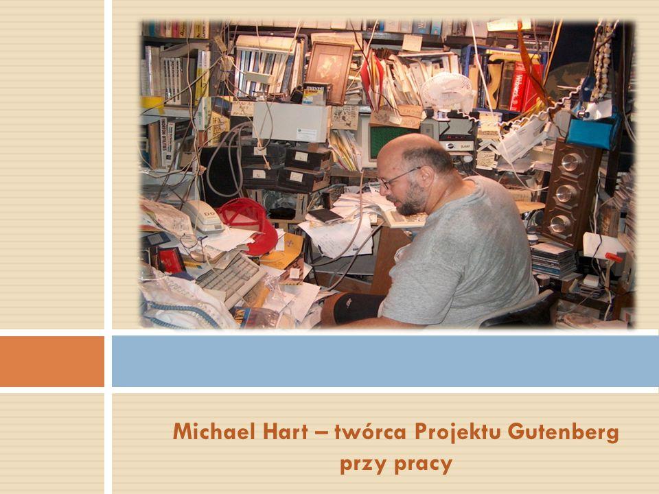 Michael Hart – twórca Projektu Gutenberg przy pracy
