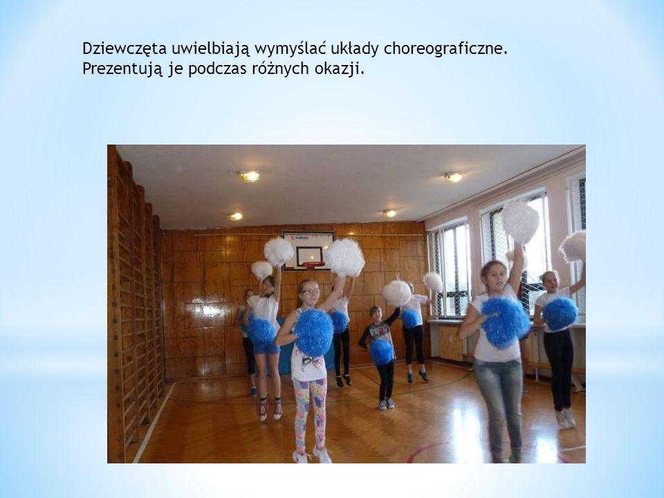 Dziewczęta uwielbiają wymyślać układy choreograficzne
