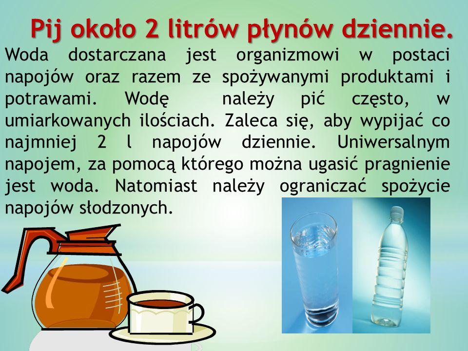 Pij około 2 litrów płynów dziennie.