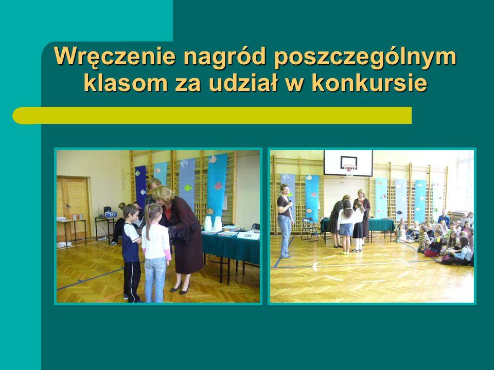 Wręczenie nagród poszczególnym klasom za udział w konkursie