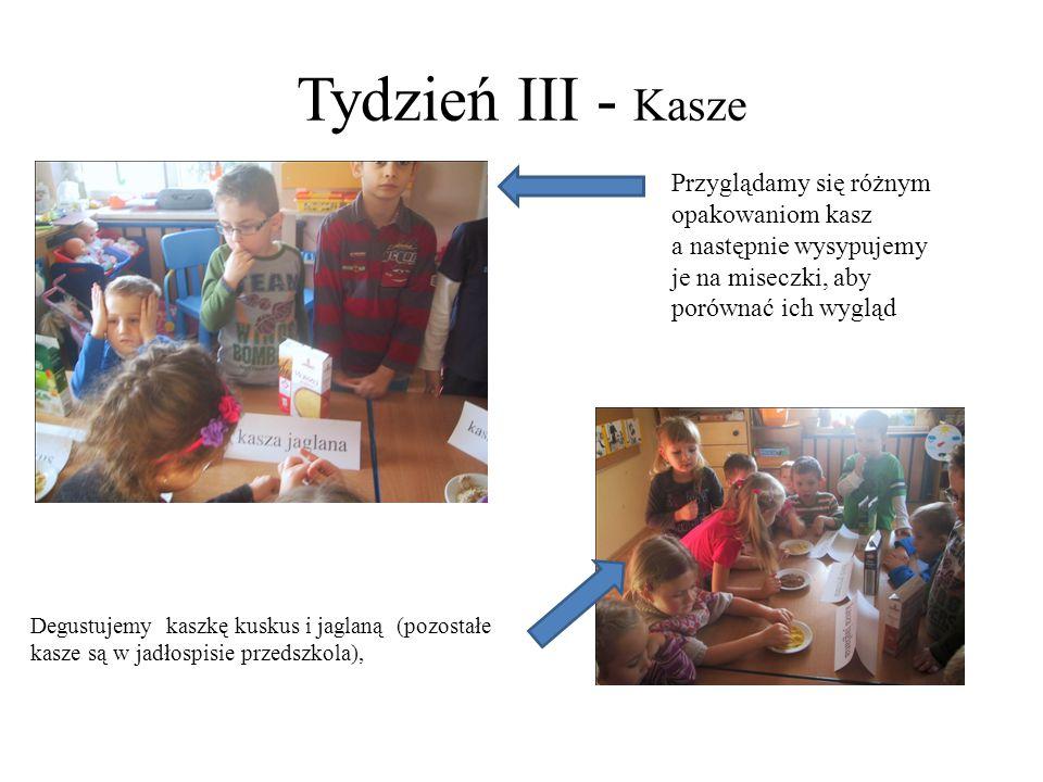 Tydzień III - Kasze Przyglądamy się różnym opakowaniom kasz a następnie wysypujemy je na miseczki, aby porównać ich wygląd.