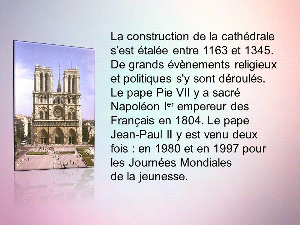 La construction de la cathédrale s'est étalée entre 1163 et 1345