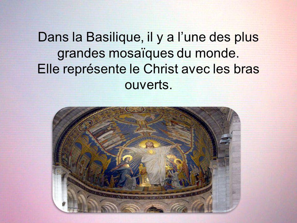 Dans la Basilique, il y a l'une des plus grandes mosaïques du monde