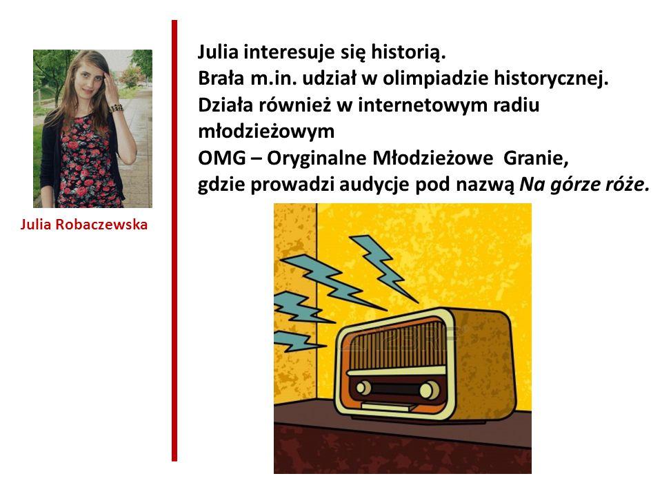 Julia interesuje się historią.