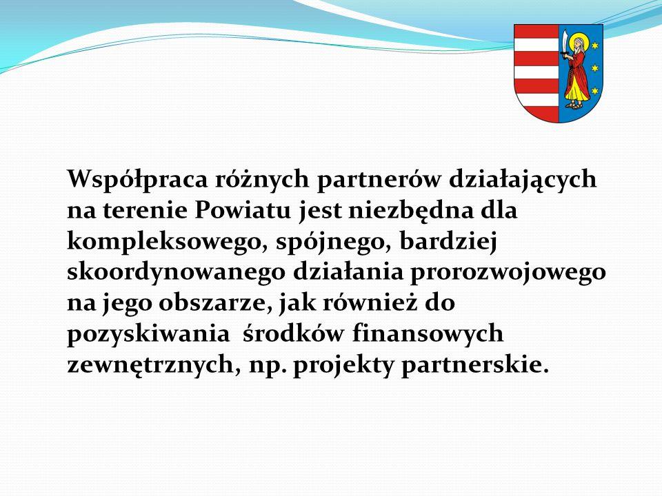 Współpraca różnych partnerów działających na terenie Powiatu jest niezbędna dla kompleksowego, spójnego, bardziej skoordynowanego działania prorozwojowego na jego obszarze, jak również do pozyskiwania środków finansowych zewnętrznych, np.