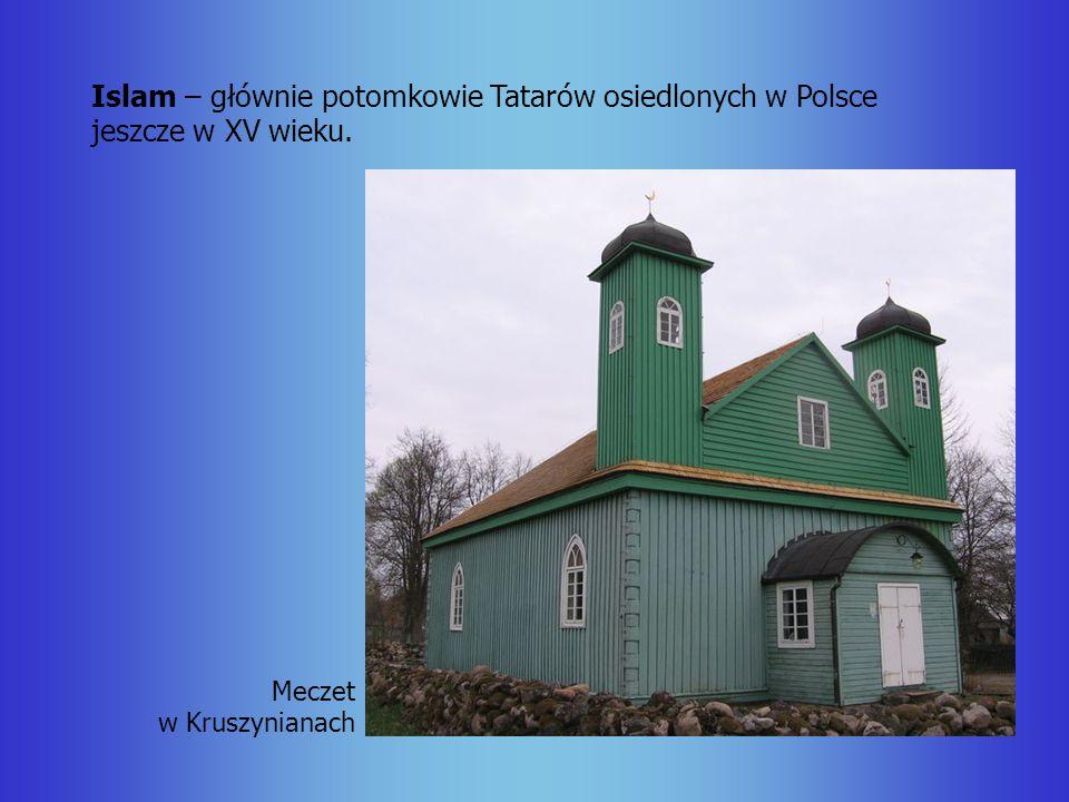 Islam – głównie potomkowie Tatarów osiedlonych w Polsce jeszcze w XV wieku.