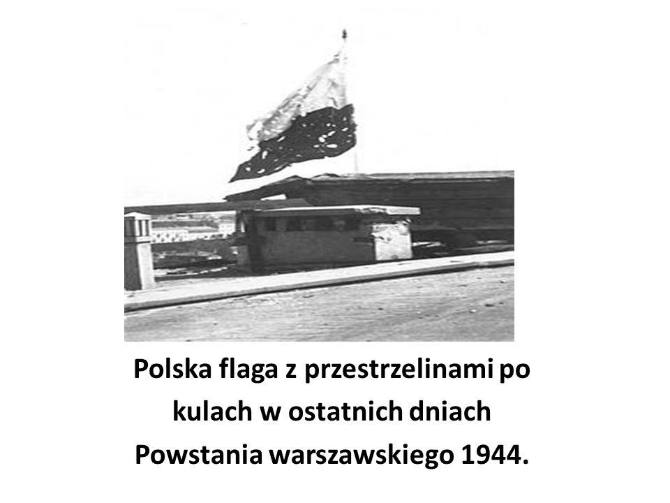 Polska flaga z przestrzelinami po kulach w ostatnich dniach