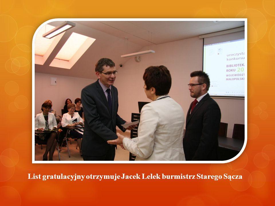 List gratulacyjny otrzymuje Jacek Lelek burmistrz Starego Sącza