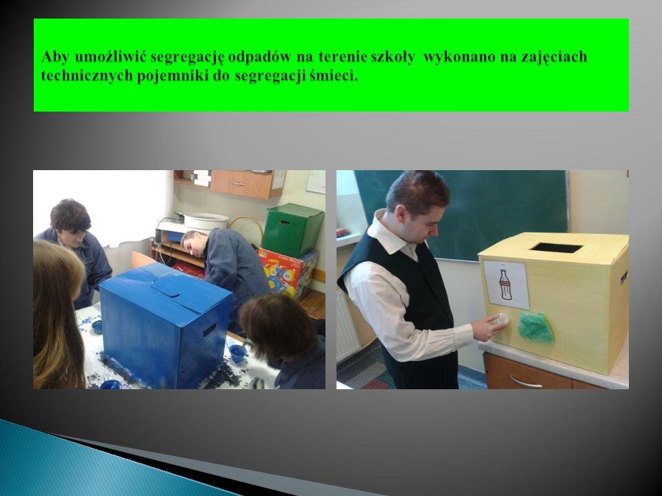 Aby umożliwić segregację odpadów na terenie szkoły wykonano na zajęciach technicznych pojemniki do segregacji śmieci.