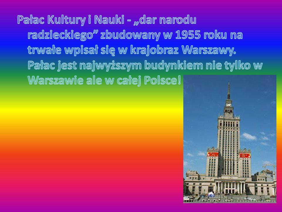 """Pałac Kultury i Nauki - """"dar narodu radzieckiego zbudowany w 1955 roku na trwałe wpisał się w krajobraz Warszawy."""