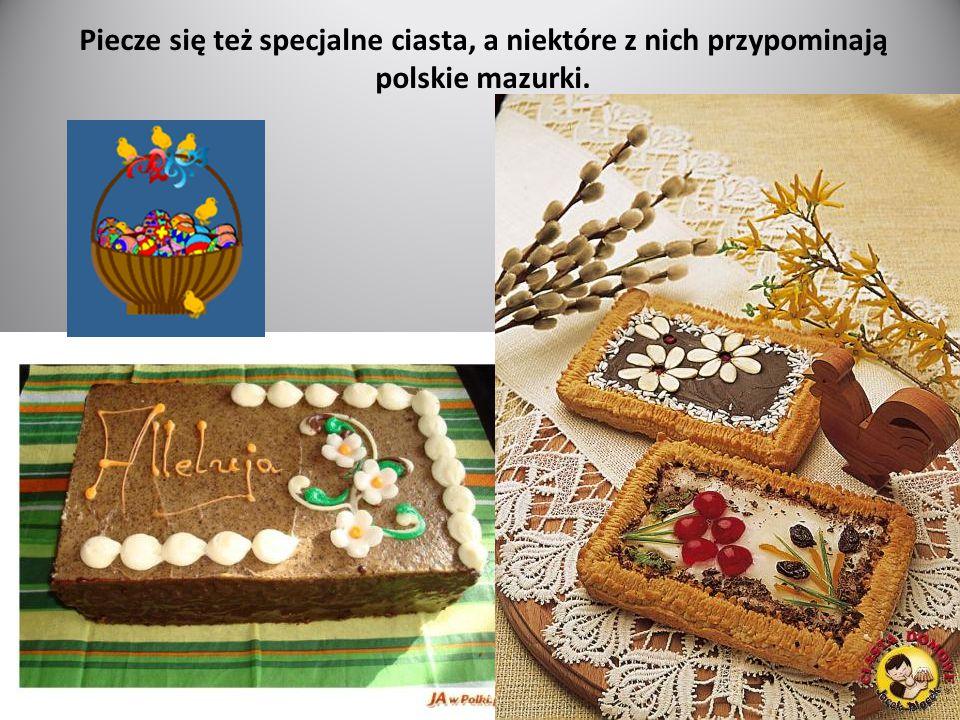 Piecze się też specjalne ciasta, a niektóre z nich przypominają polskie mazurki.