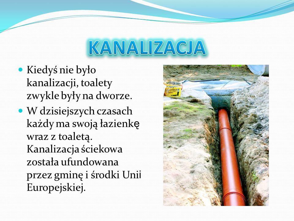 KANALIZACJA Kiedyś nie było kanalizacji, toalety zwykle były na dworze.