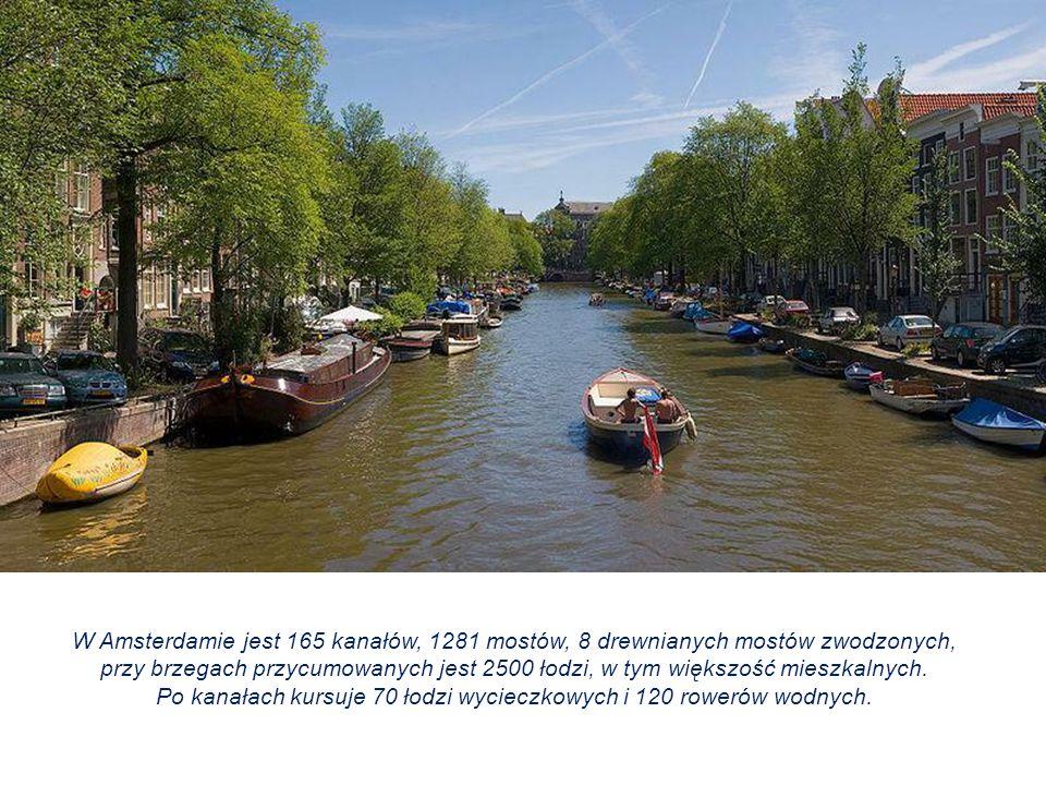 Po kanałach kursuje 70 łodzi wycieczkowych i 120 rowerów wodnych.