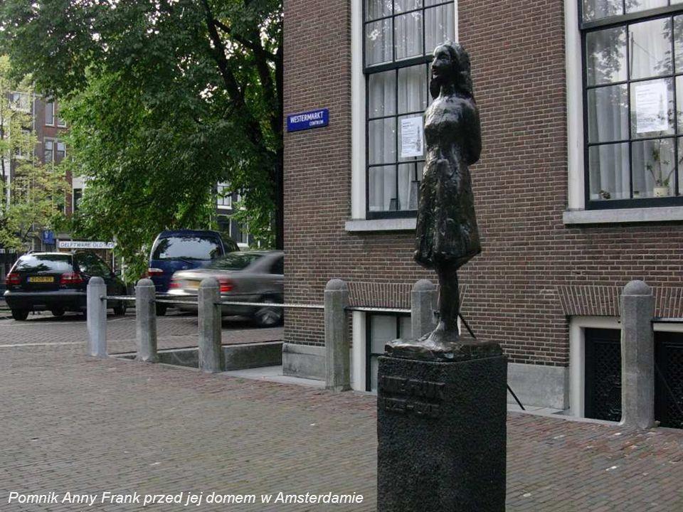 Pomnik Anny Frank przed jej domem w Amsterdamie