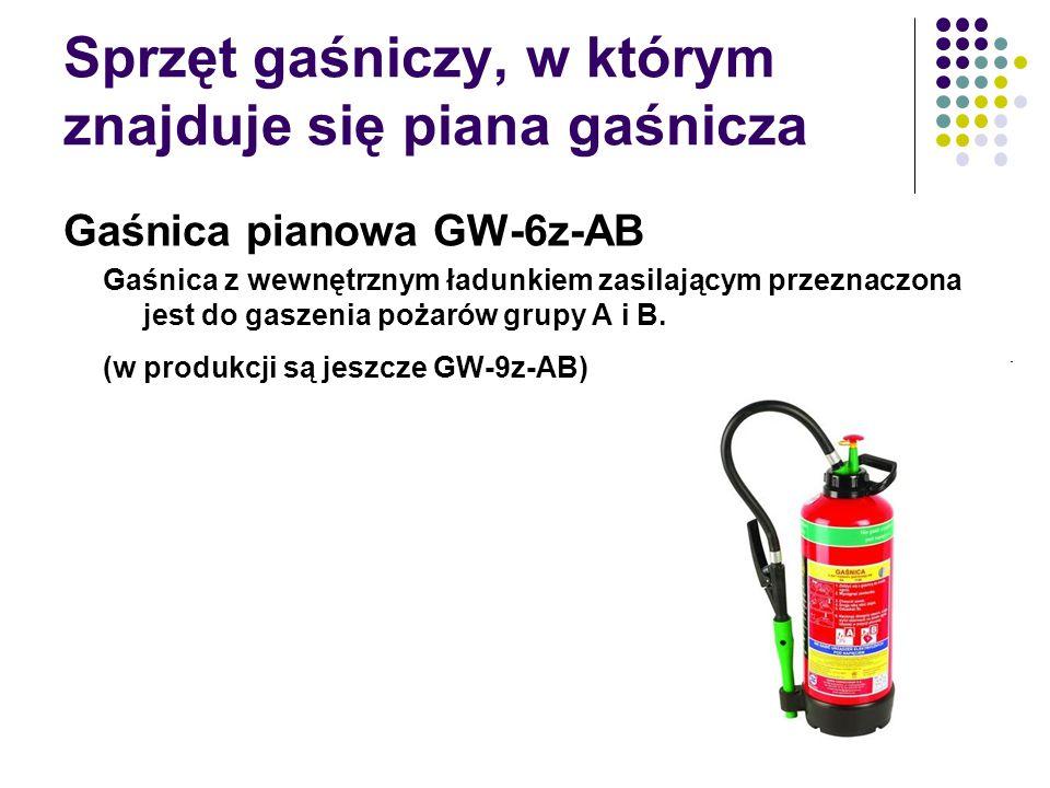 Sprzęt gaśniczy, w którym znajduje się piana gaśnicza