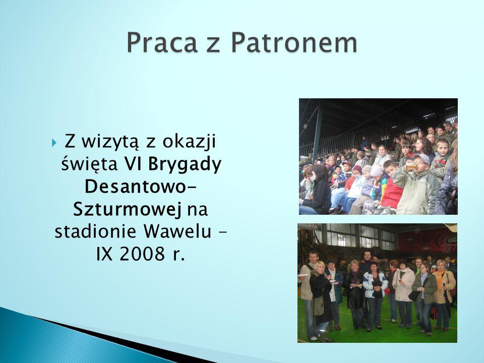 Praca z Patronem Z wizytą z okazji święta VI Brygady Desantowo- Szturmowej na stadionie Wawelu – IX 2008 r.