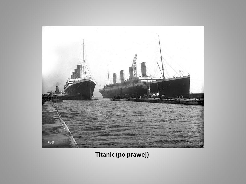 Titanic (po prawej)