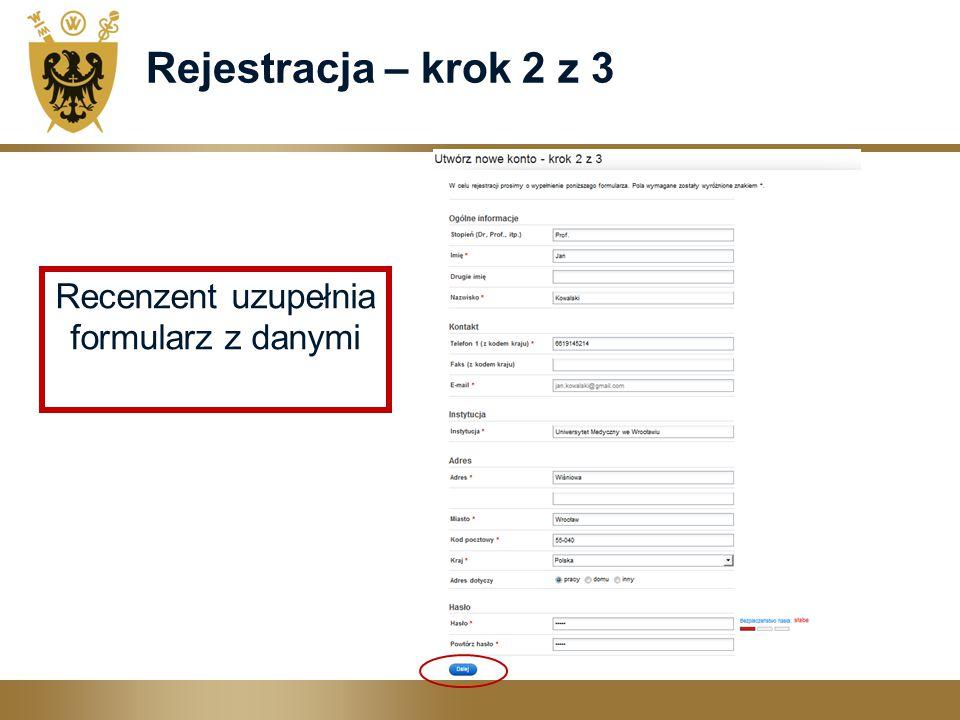 Recenzent uzupełnia formularz z danymi
