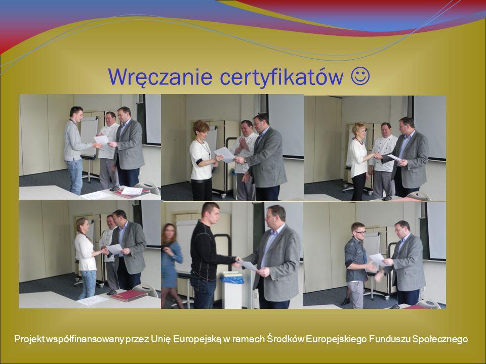 Wręczanie certyfikatów 