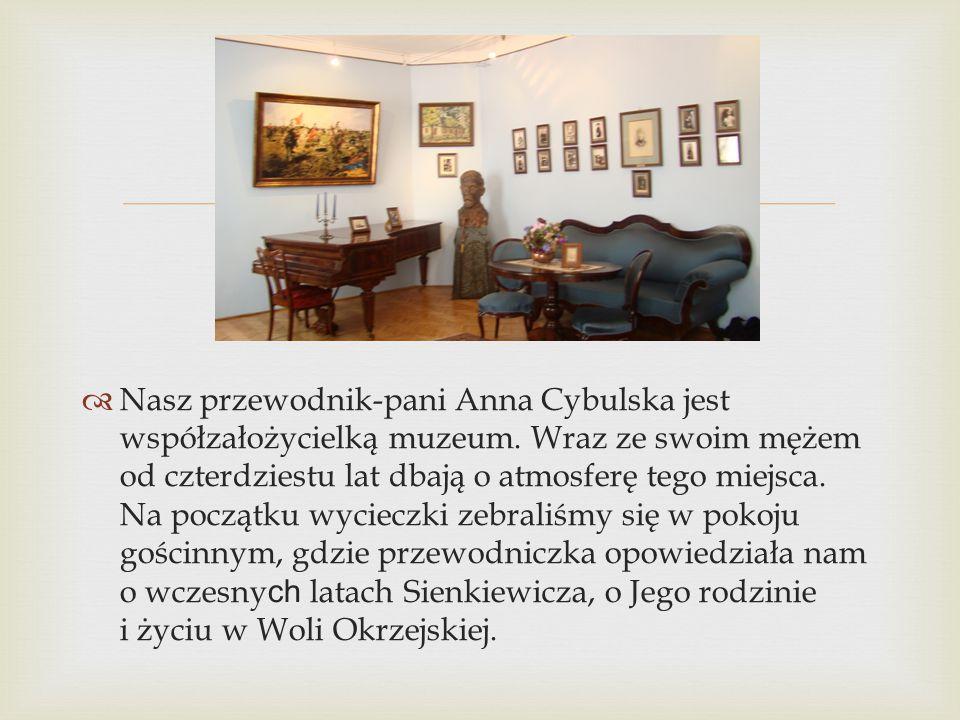 Nasz przewodnik-pani Anna Cybulska jest współzałożycielką muzeum