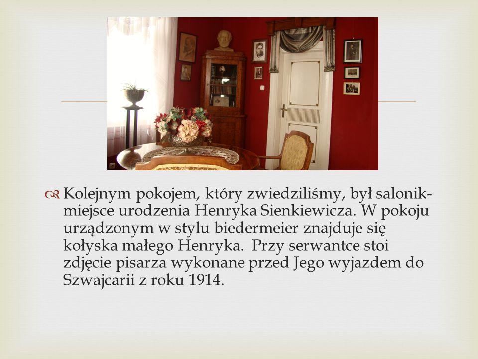 Kolejnym pokojem, który zwiedziliśmy, był salonik-miejsce urodzenia Henryka Sienkiewicza.