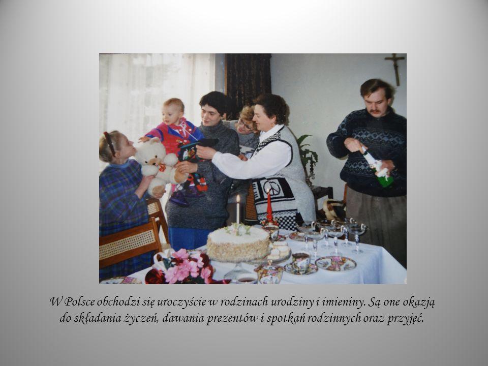 W Polsce obchodzi się uroczyście w rodzinach urodziny i imieniny
