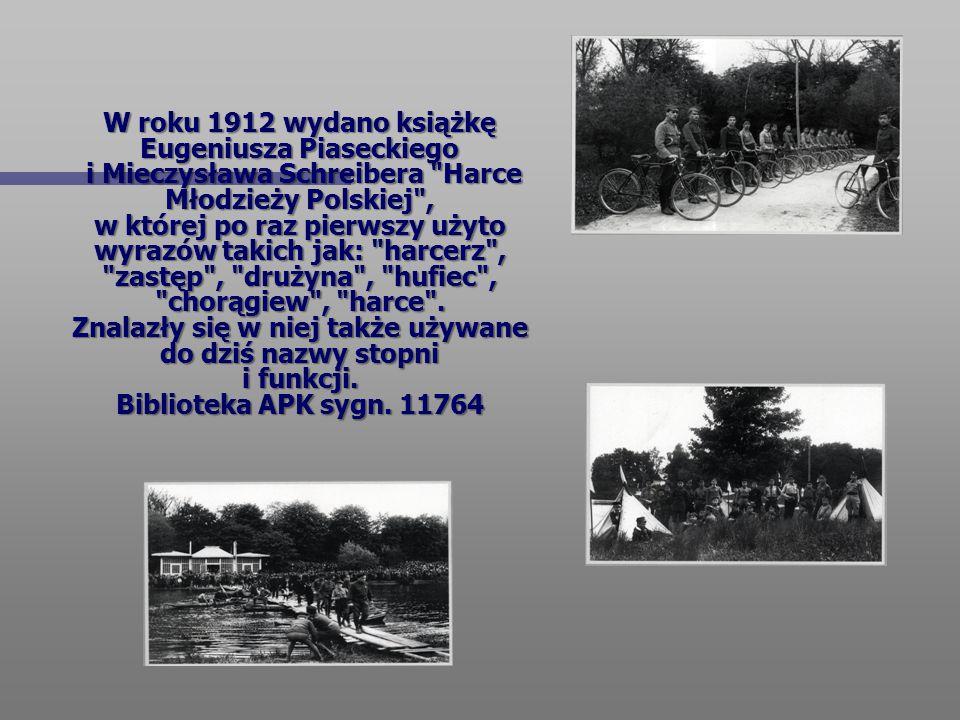 W roku 1912 wydano książkę Eugeniusza Piaseckiego i Mieczysława Schreibera Harce Młodzieży Polskiej , w której po raz pierwszy użyto wyrazów takich jak: harcerz , zastęp , drużyna , hufiec , chorągiew , harce .