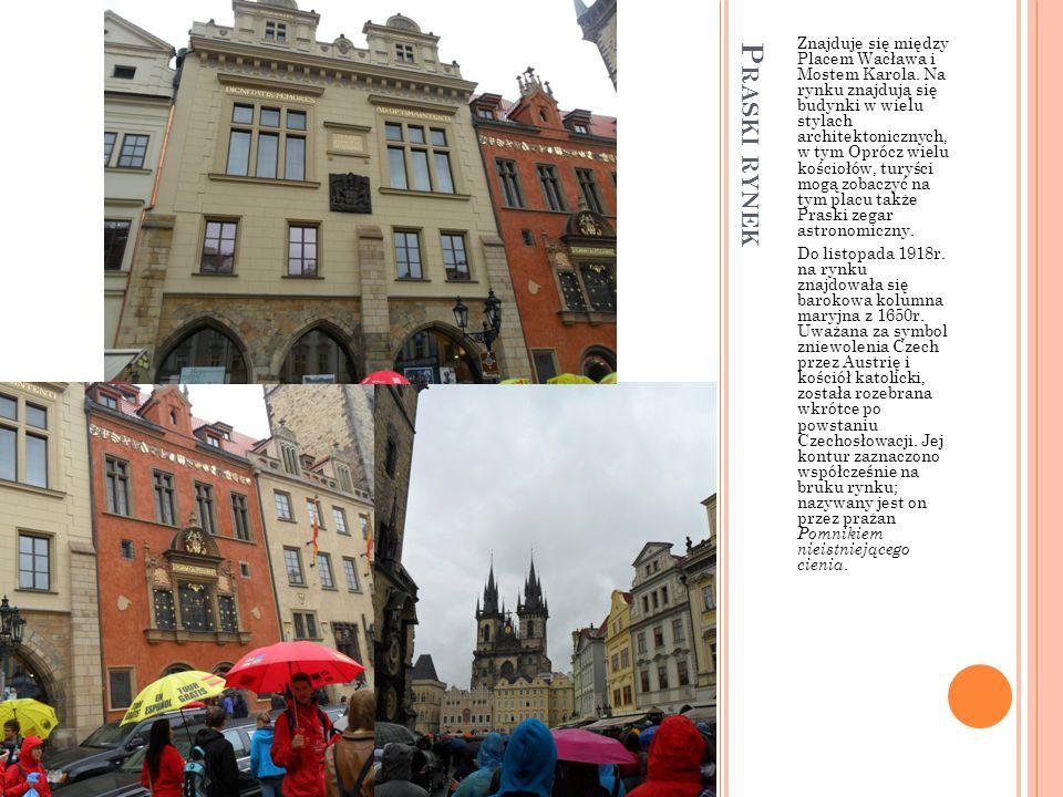 Znajduje się między Placem Wacława i Mostem Karola