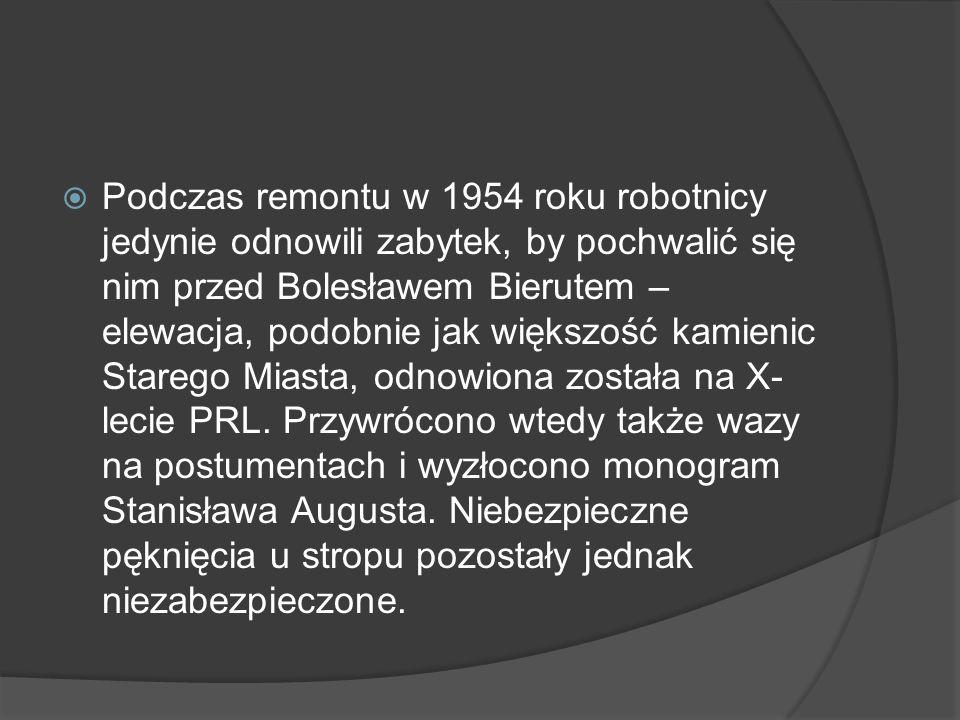 Podczas remontu w 1954 roku robotnicy jedynie odnowili zabytek, by pochwalić się nim przed Bolesławem Bierutem – elewacja, podobnie jak większość kamienic Starego Miasta, odnowiona została na X-lecie PRL.