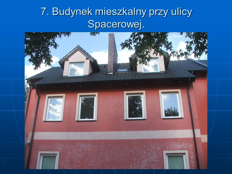 7. Budynek mieszkalny przy ulicy Spacerowej.