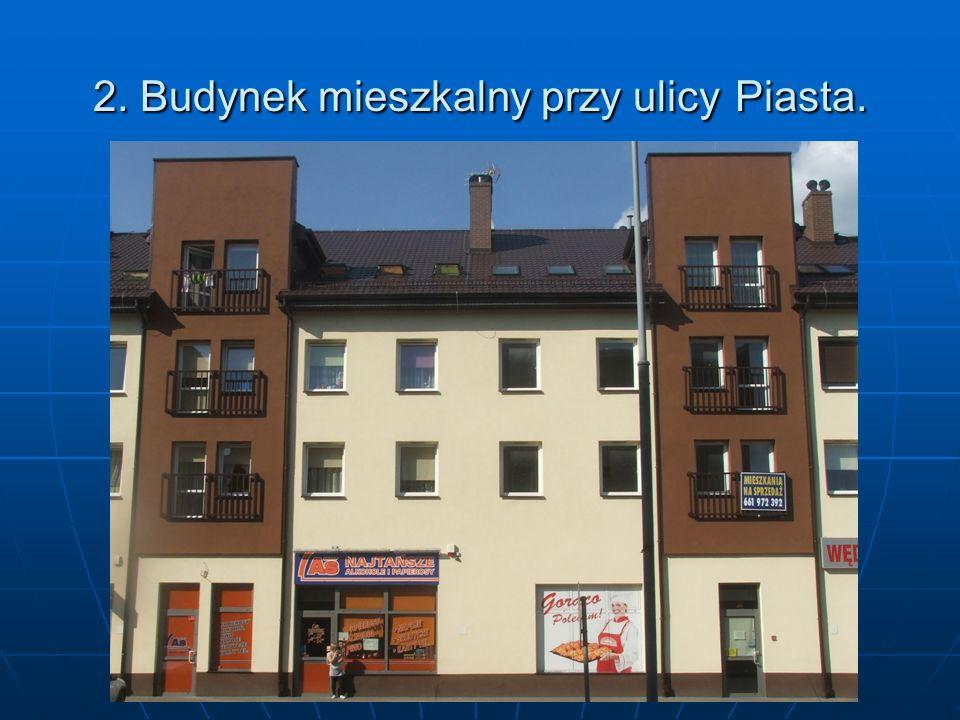2. Budynek mieszkalny przy ulicy Piasta.