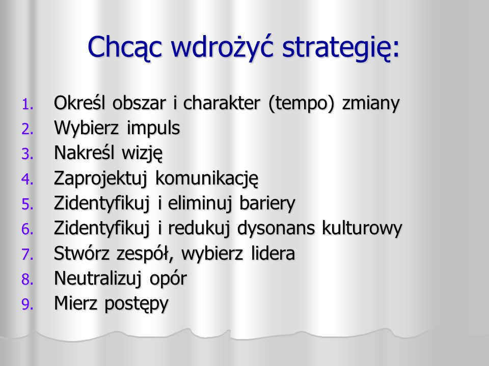 Chcąc wdrożyć strategię: