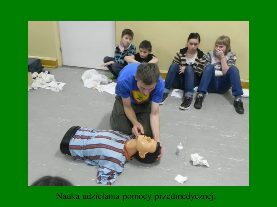 Nauka udzielania pomocy przedmedycznej.
